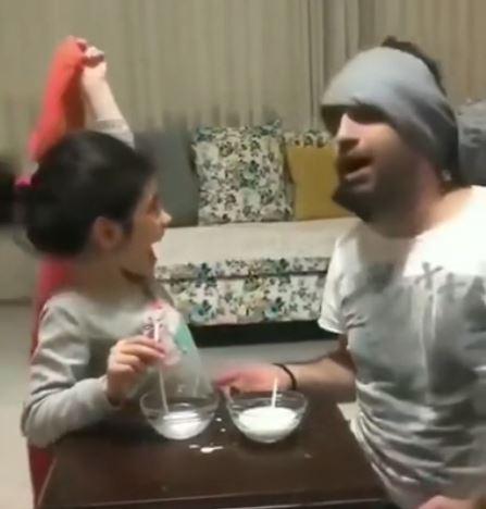 愛娘のためにわざと負けてあげるパパと大喜びの娘が可愛い動画